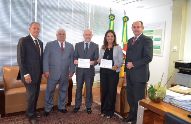 Presidentes Das Entidades Classistas Convidam Procuradores-Gerais Para O XI Encontro Notarial E Registral Do RS