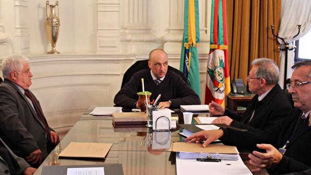 Representantes Da Classe Notarial E Registral Entregam Convite Para Secretário-geral Da Casa Civil Do Estado